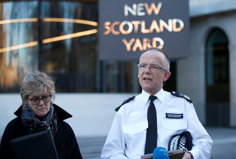 Глава антитеррористического отдела полиции Марк Роули перед журналистами, 7 марта 2018.