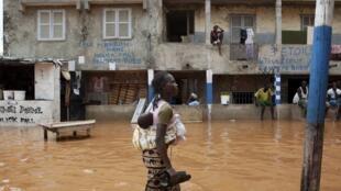 Dans les rues de Dakar, la capitale sénégalaise, le 14 août 2012.