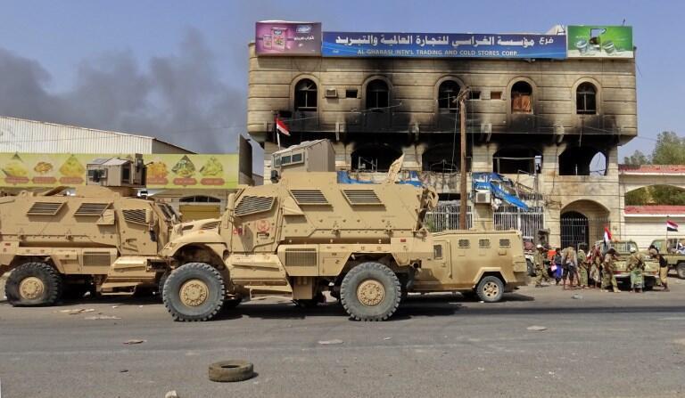 Les forces pro-gouvernementales yéménites se rassemblent dans la banlieue est de Hodeida alors qu'elles continuent à se battre pour le contrôle de la ville par les rebelles huthis le 10 novembre 2018.