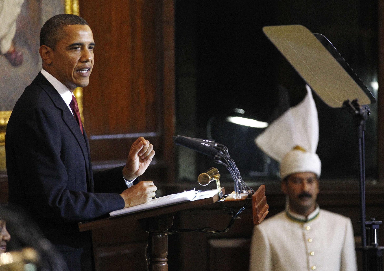 O presidente Barack Obama discursou no parlamento indiano em Nova Deli nesta segunda-feira, 8 de novembro.