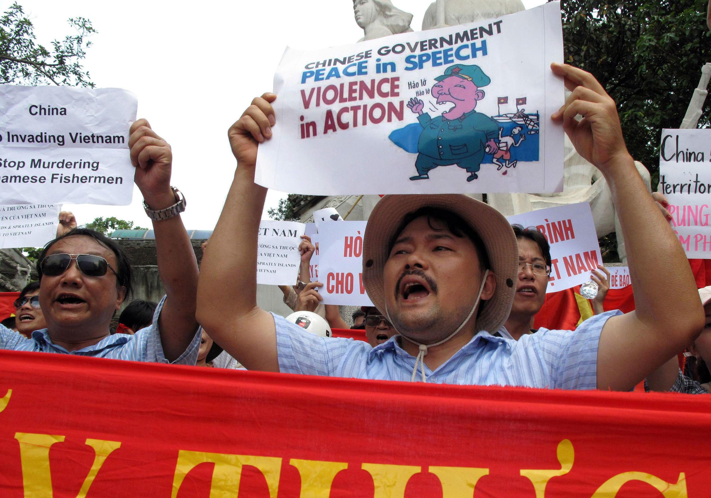 Biểu tình tại Hà Nội ngày 19/06/2011 chống các hành động của Trung Quốc xâm phạm chủ quyền Việt Nam trên Biển Đông.