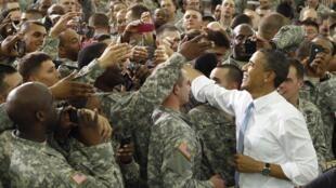 A Fort Campbell, le président américain a salué les militaires de la 101è division aéroportée et récompensé les membres du commando d'une citation présidentielle, la plus haute récompense pour une unité militaire, 6 mai 2011.