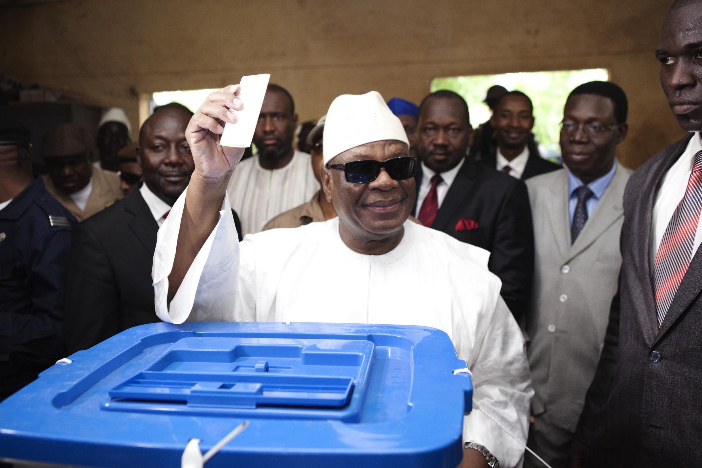 Ibrahim Boubacar Keïta, le 11 août 2013, dans un bureau de vote de Bamako.