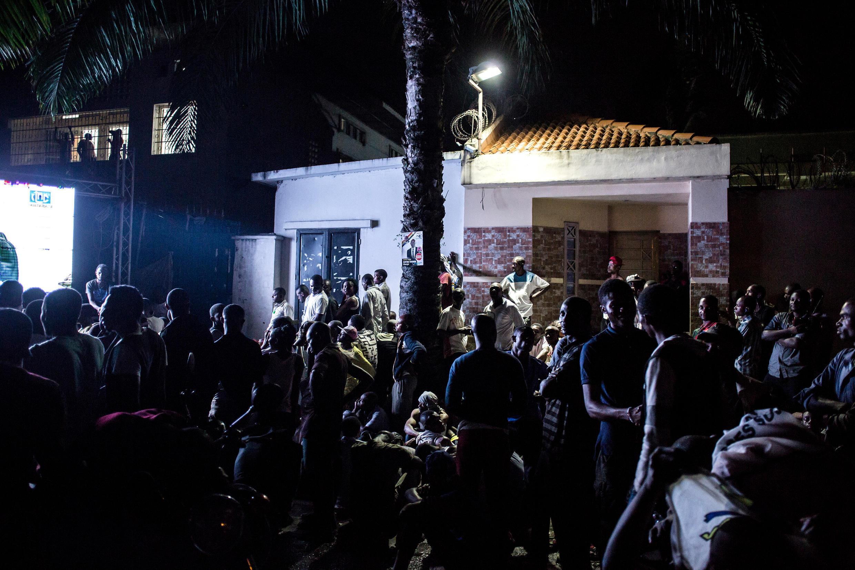 Le spartisans de l'UDPS de Félix Tshisekedi, suivent en direct l'annance des résultats par le Céni, le 10 janvier 2019.