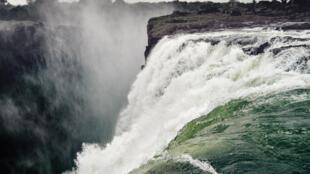 Les célèbres chutes Victoria sur le Zambèze.