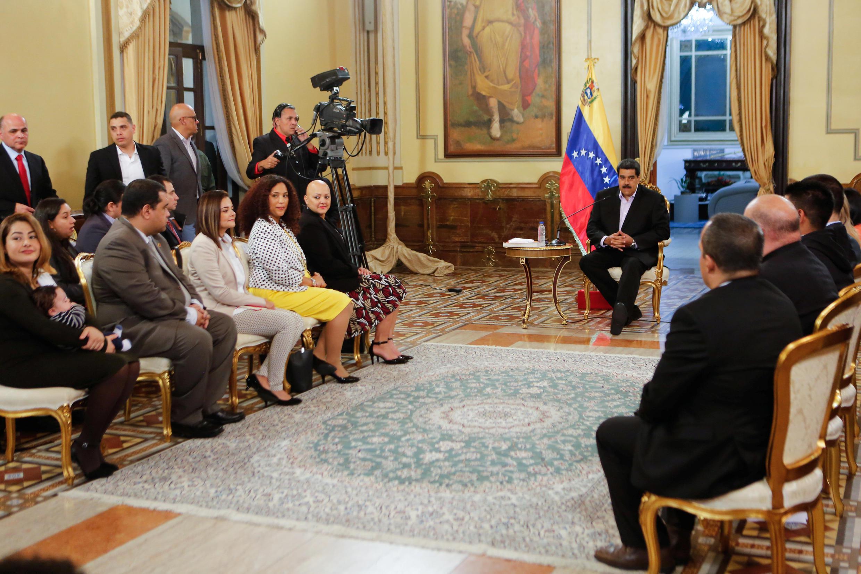 Tổng thống Venezuela Maduro gặp các thành viên ngoại giao nước này trở về từ Mỹ, phủ tổng thống, Caracas, ngày 29/01/2019.
