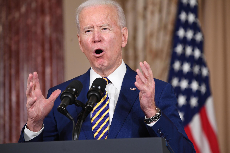 El presidente de Estados Unidos, Joe Biden, habla sobre política exterior en el Departamento de Estado en Washington, el 4 de febrero de 2021.