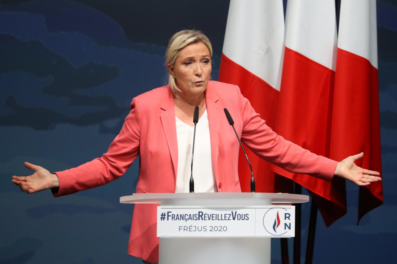 Партия Марин Ле Пен вынуждена сокращать свой штат из-за долгов