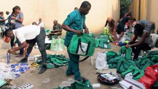 尼日利亞全國大選前,哈科特港選舉辦公室工作人員正準備投票物資。攝於2019年2月15日