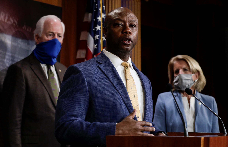 Le sénateur Tim Scott (au premier plan) a présenté la réforme de la police proposée par les républicains, le mercredi 17 juin 2020, au Capitole.