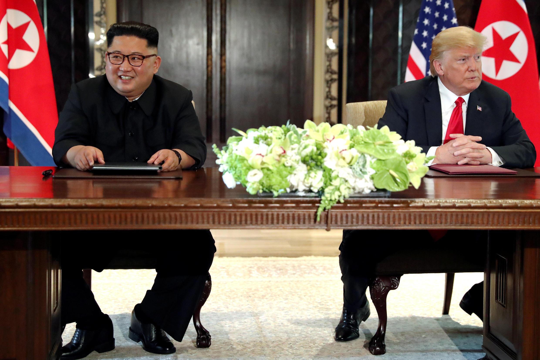 特朗普與金正恩在 新加坡會談後的簽字儀式上 2018年6月12日
