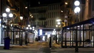 De acordo com uma estimativa inicial do Insee, publicada nesta sexta-feira (29), o primeiro lockdown da França resultou em graves consequências para a economia do país.