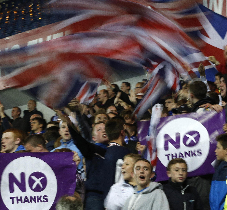 """""""Não"""" leva ligeira vantagem nas pesquisas na véspera do referendo da Escócia."""