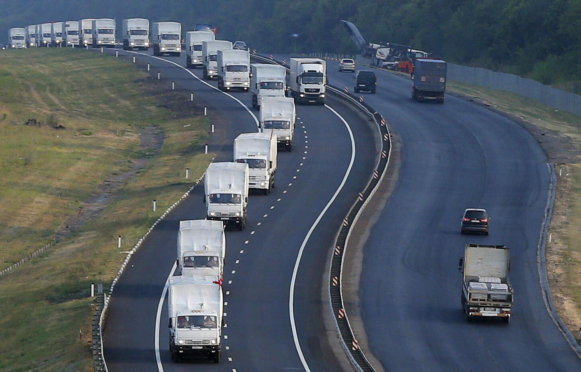 <b> Jeudi 14 août 2014. </b> Le convoi humanitaire russe visant à apporter une aide aux populations victimes des combats dans l'est de l'Ukraine est en route depuis deux jours.