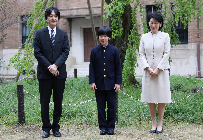 Hisahito, fils d'Akishino et petit-fils de l'empereur Akihito, le 9 avril dernier en compagnie de son père et de sa mère, la princesse Kiko.