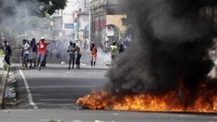 Des émeutiers dans la ville de Colon, le 19 octobre 2012.