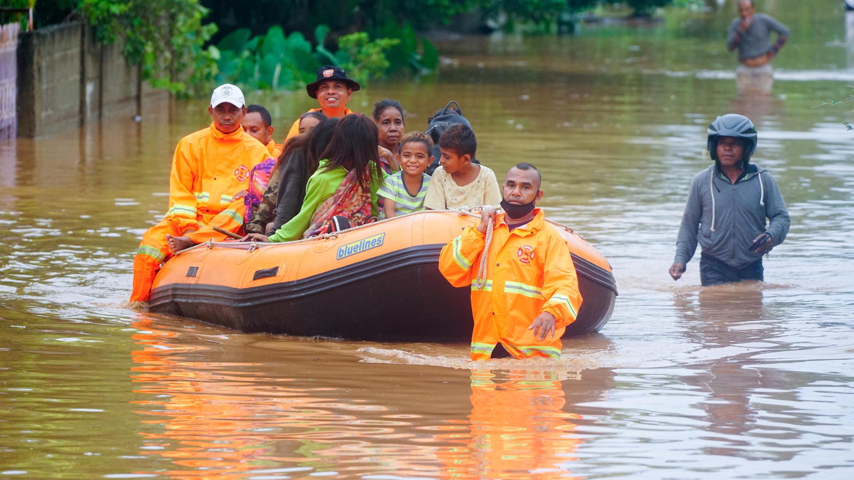 2021-04-04T130123Z_1854856190_RC20PM9NSUYX_RTRMADP_3_INDONESIA-TIMOR-FLOODS