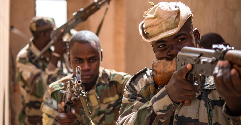 niger-soldiers-air-base-201-agadez-niger-5575933-1170x610
