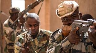 niger-soldiers-air-base-201-agadez-niger-5575933-1170x610