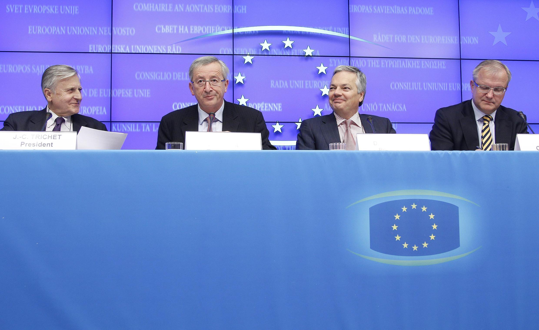 Các lãnh đạo tài chính của Liên hiệp châu Âu trong cuộc họp báo ngày 28/11/10 tại Bruxelles.