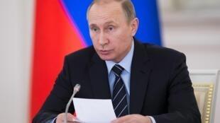 ولادیمیر پوتین، رئیس جمهوری روسیه در کاخ کرملین.  مسکو ۵ آوریل ٢٠۱۶