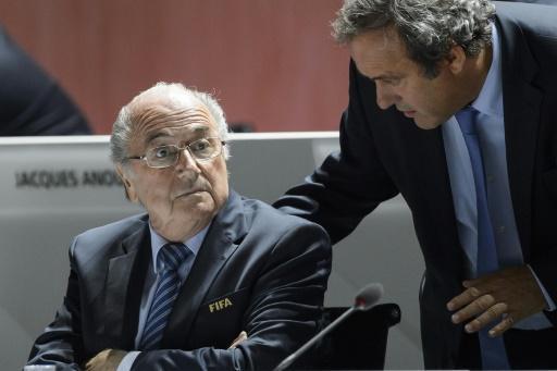 Joseph Blatter na Michel Platini, Mei 29 mwaka 2015 katika mkutano mkuu wa FIFA, Zurich.