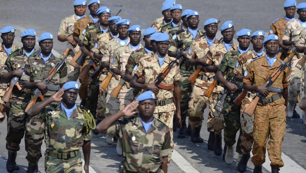 Wanajeshi wa kikosi cha Umoja wa Mataifa nchini Mali  wakati wa gwaride ya Julai 14 mwaka 2013, Paris.