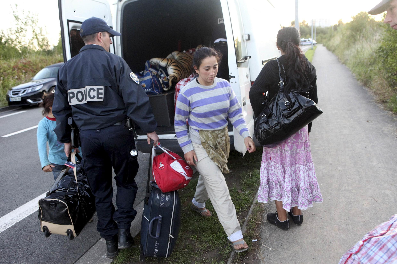 Cảnh sát giải tỏa  một khu trại của người Roms tại Villeneuve-d'Ascq, Lille hôm  24 /8/ 2010.