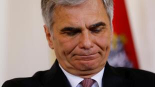 Le chancelier autrichien Werner Faymann a quitté le gouvernement et la tête du parti social-démocrate (SPÖ) en crise profonde depuis sa déroute à l'élection présidentielle.