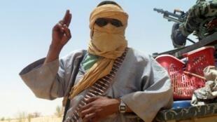 Un membre d'Ansar Dine près de Tombouctou, le 24 avril 2012.