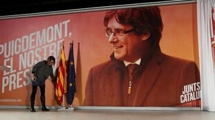 Foto de Carles Puigdemont usada em campanha para as eleições de 21 de dezembro na Catalunha