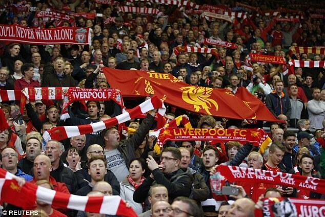 Wasu magoya bayan kungiyar Liverpool.