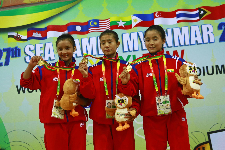 Đội nữ Miến Điện thi đấu không xuất sắc, nhưng vẫn thắng Việt Nam đoạt huy chương vàng nội dung kata đồng đội tại Sea Games 27 ngày 13/3/2013