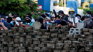 Violentos protestos na Nicarágua deixaram pelo menos 11 mortos na quarta-feira, após confrontos entre grupos de oposição e de partidários do governo, informou nesta quinta-feira um órgão de direitos humanos, elevando a 98 o número de vítimas fatais.