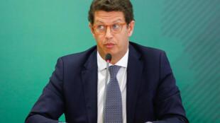 Ricardo Salles, le ministre brésilien de l'Environnement, est soupçonné d'avoir pris part à un réseau de trafic de bois exporté illégalement vers l'Europe et les États-Unis.