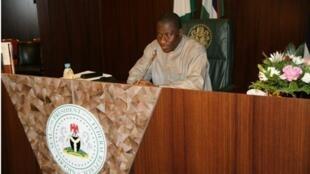 Le président par intérim Goodluck Jonathan s'est assis dans le fauteuil d'Umaru Yar'Adua pour son premier Conseil des ministres, mercredi 10 février 2010.