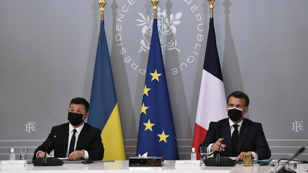 Merkel, Macron et Zelensky appellent au retrait des troupes russes à la frontière ukrainienne