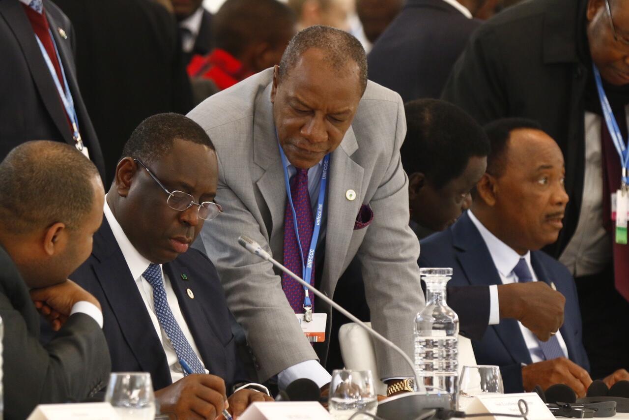 Macky Sall, le chef d'Etat sénégalais, Alpha Condé, le président guinéen, Mohamadou Issoufou, le président du Niger lors du mini-sommet France-Afrique, le 1er décembre 2015.