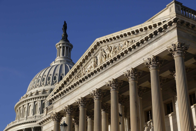 Le texte a été adopté par tous les démocrates du Sénat et neuf républicains.