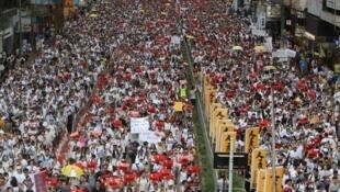 香港民众上街抗议资料图片