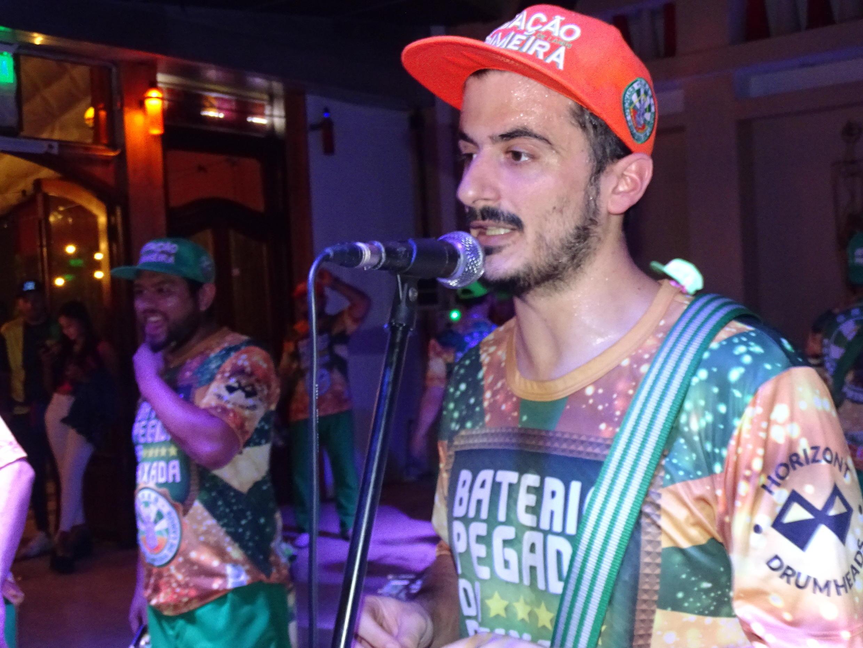 Nicolás Doallo comanda a Estação Primeira de Lanús neste Carnaval.