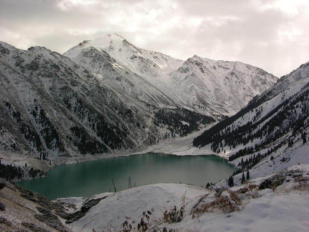 Большое Алматинское озеро зимой