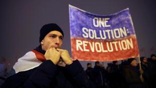 Des manifestants défilent contre la nouvelle réglementation sur le travail, le 21 décembre 2018 à Budapest, en Hongrie.