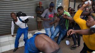 Attaque xénophobe envers un Nigérian à Pretoria, capitale de l'Afrique du Sud, le 18 février 2017.