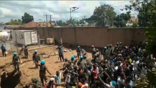 Kundi la watu likishambulia makao makuu ya Monusco mjini Beni, Novemba 25 2019.