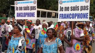 Des manifestants pro-unité du Cameroun défilent à Douala, le 1er octobre 2017.