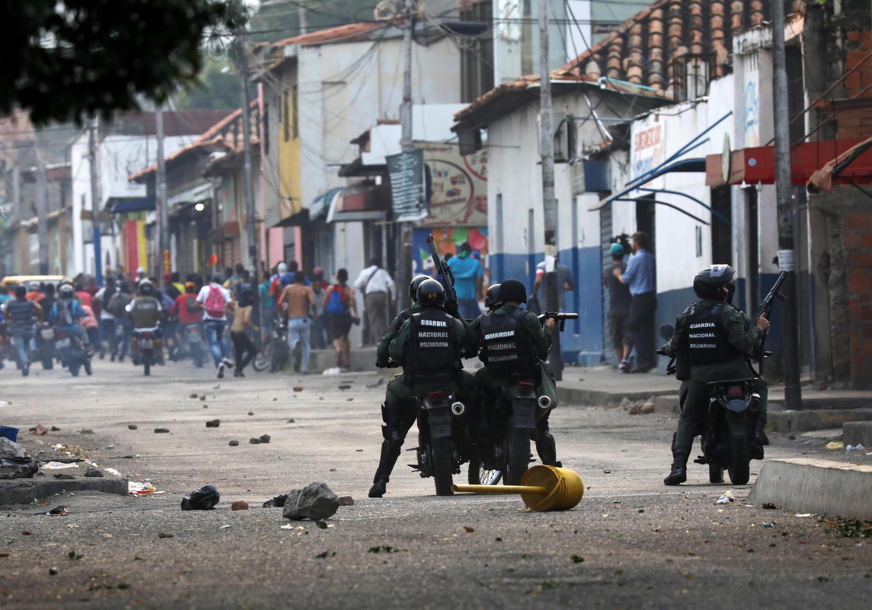 Venezuela: ce samedi matin, à Ureña, des heurts opposent les forces de sécurité et des manifestants. En jeu: le passage de l'aide stockée côté colombien.