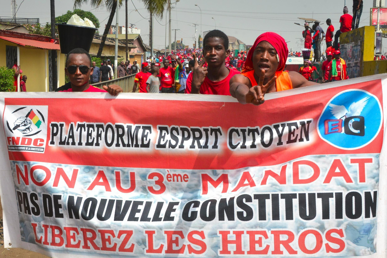 Manifestation à Conakry, baptisée «marche de l'ultimatum» contre le projet de réforme de la Constitution qui pourrait ouvrir la voie à un éventuel troisième mandat du président guinéen Alpha Condé, le 6 janvier 2020.