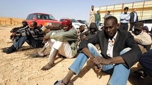 Wahamiaji katika kituo wanakozuiliwa nchini Libya, Desemba 2, 2017.
