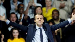 Pour son premier meeting de campagne, Emmanuel Macron a rassemblé entre 12 et 15 000 partisans.
